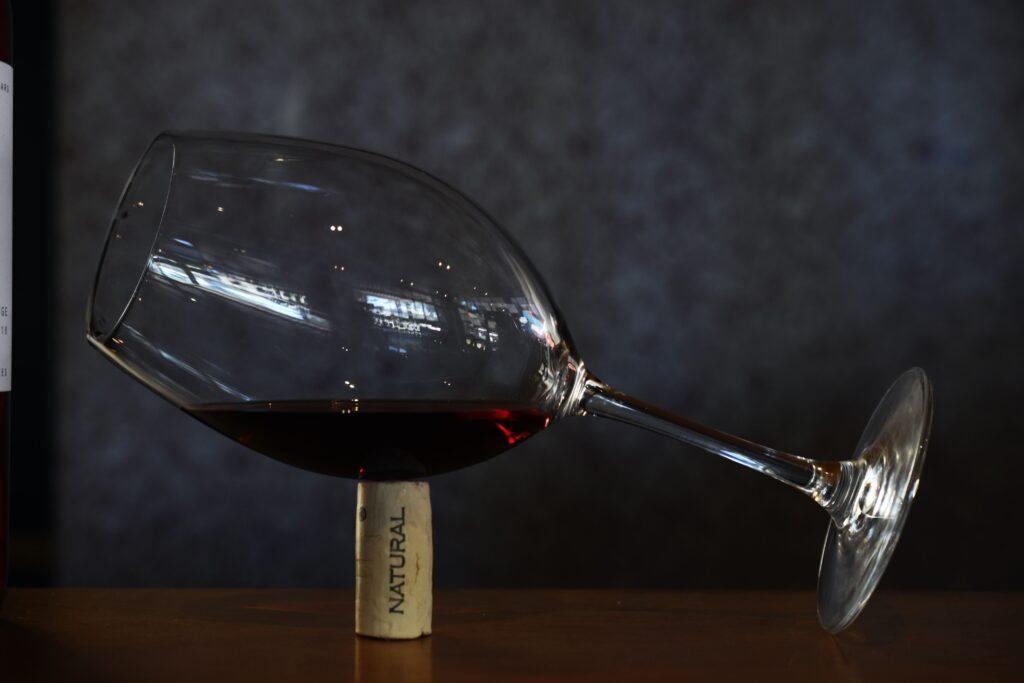 8 trucchi per riconoscere un vino che sa di tappo
